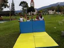 Entrega de implementos deportivos a jóvenes en San Antonio del Chamí