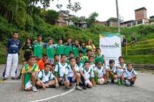 Entrega dotación deportiva niños venezolanos de Boston