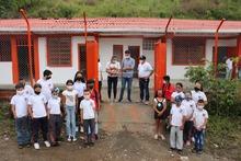 Entrega de mejoramiento locativo sede El Caimal de La Celia