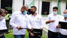 Entrega de computadores en Belén de Umbría con Asamblea