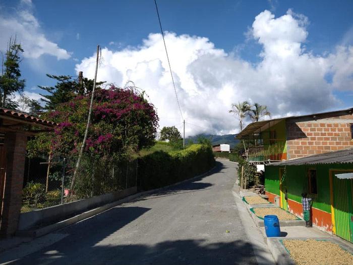 Avanzan las obras en la vía La María - El Encanto, en Apía